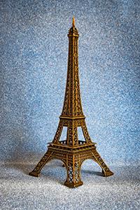 Само слово souvenir переводится с французского как «воспоминание, память»