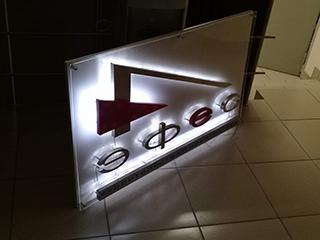 Изготовление логотипа и других информационных элементов из акрила
